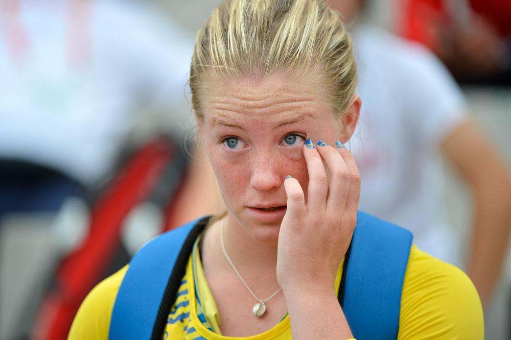 Sofi Flinck i lyckotårar efter rekordkastet.