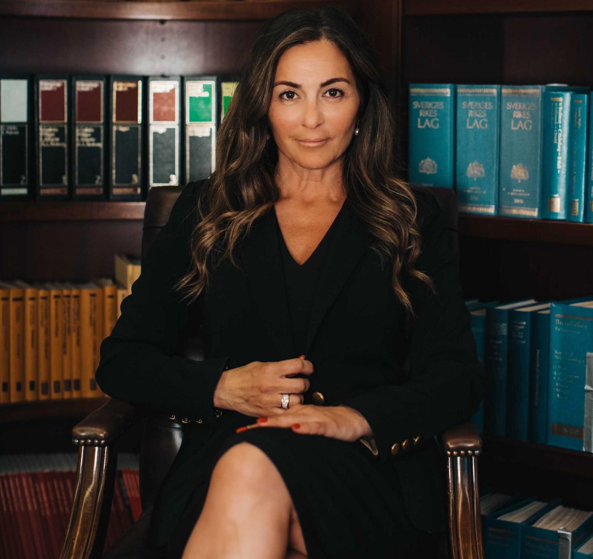 Bella Davis advokat Elisabeth Massi Fritz.
