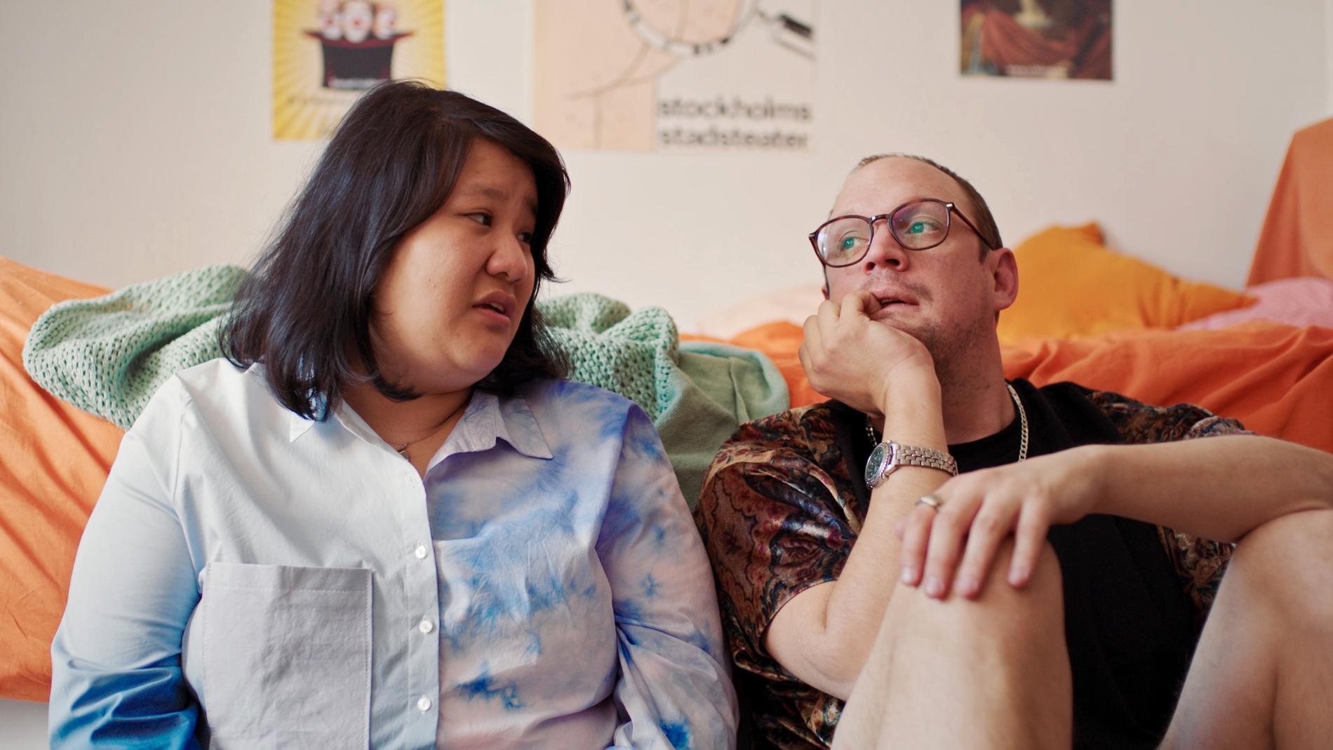 """Evelyn Mok och Jonatan Unge i """"Kurs i självutplåning""""."""