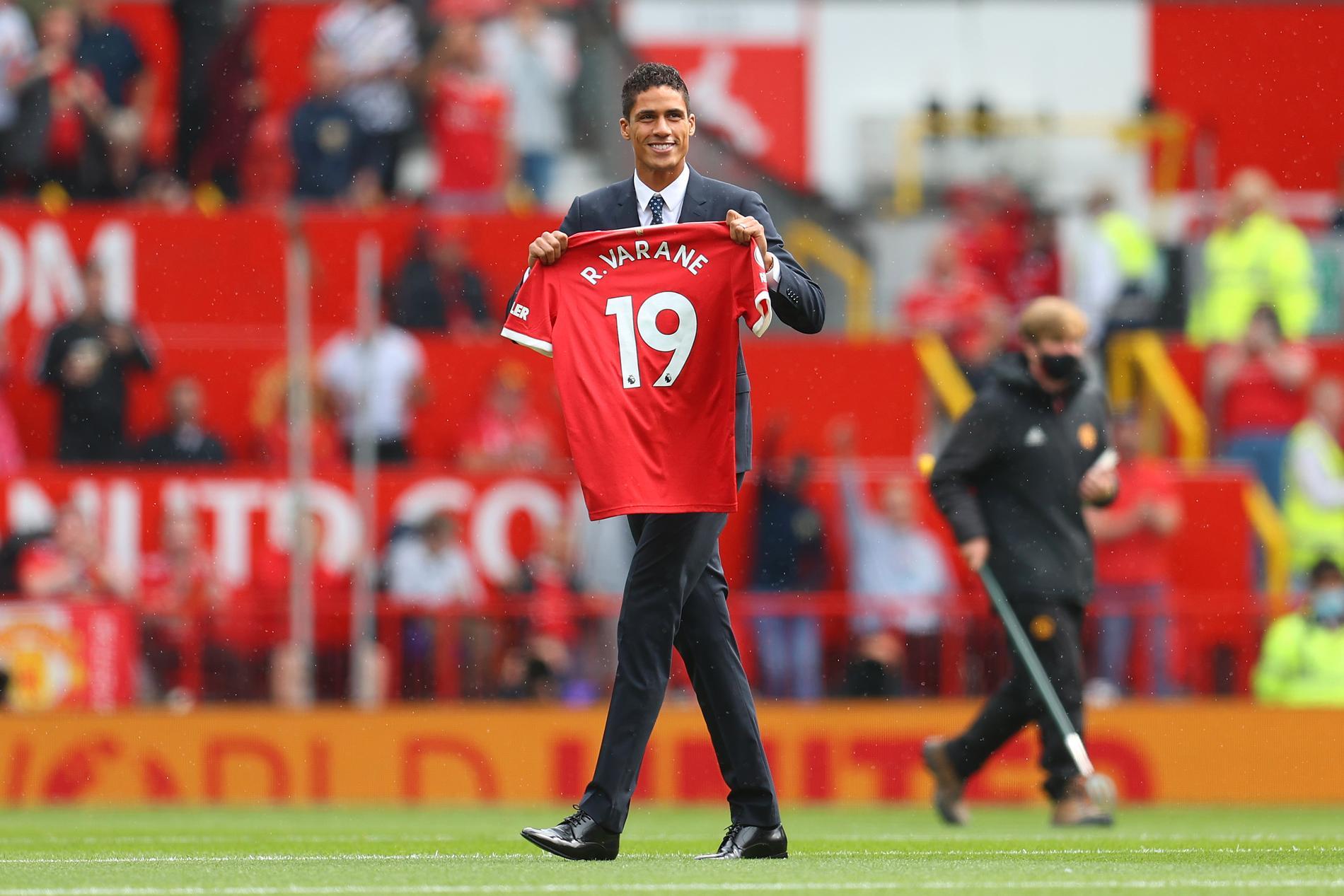 Raphael Varane hyllas efter PL-debuten i United-tröjan.