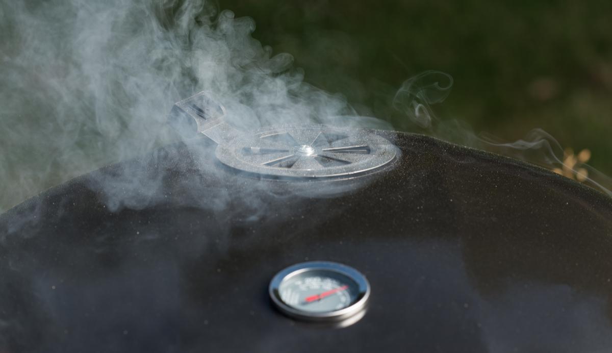 Grilla med rök – prova att sätta smak med rökspån.