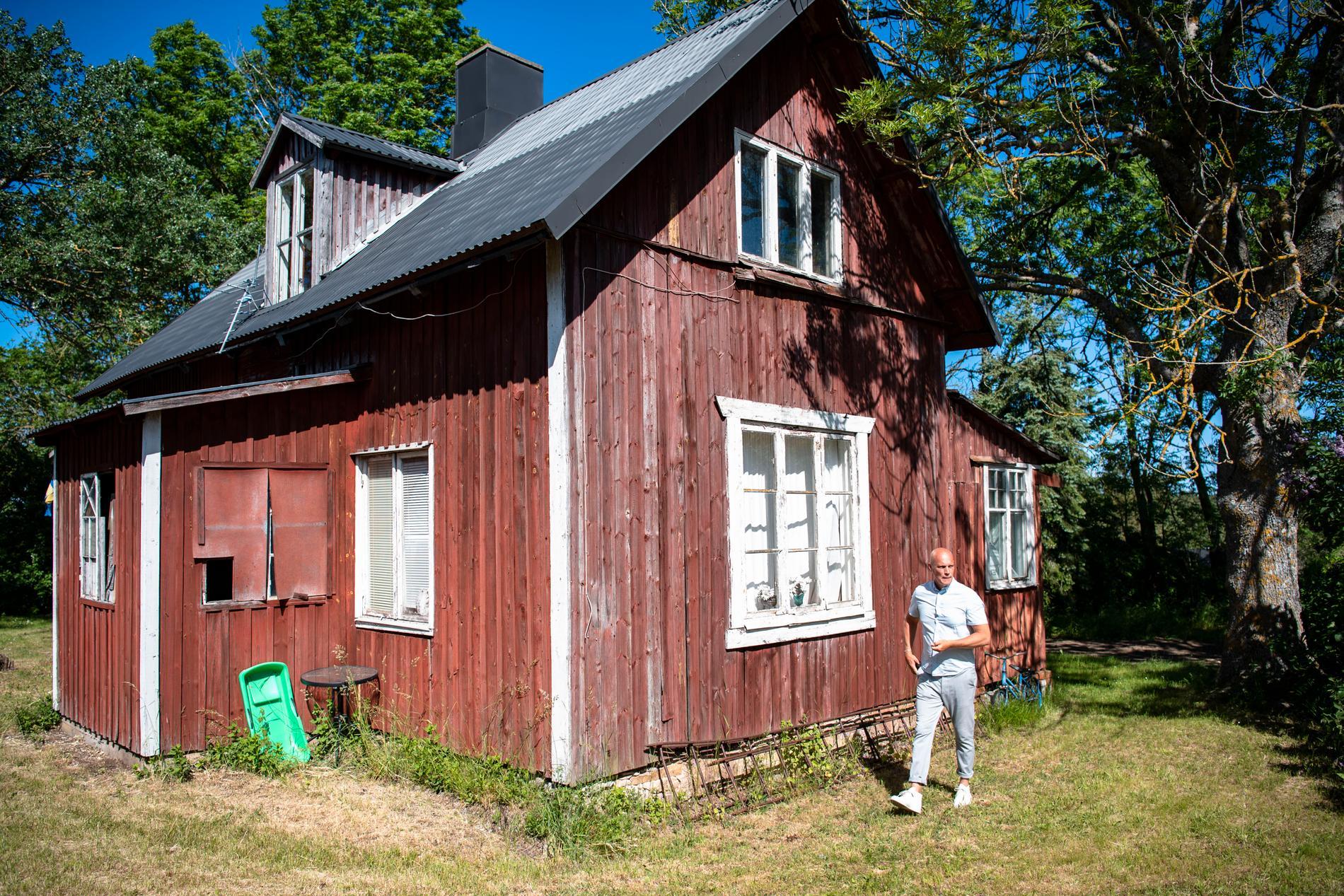 70 familjer har visat intresse för den röda villan.
