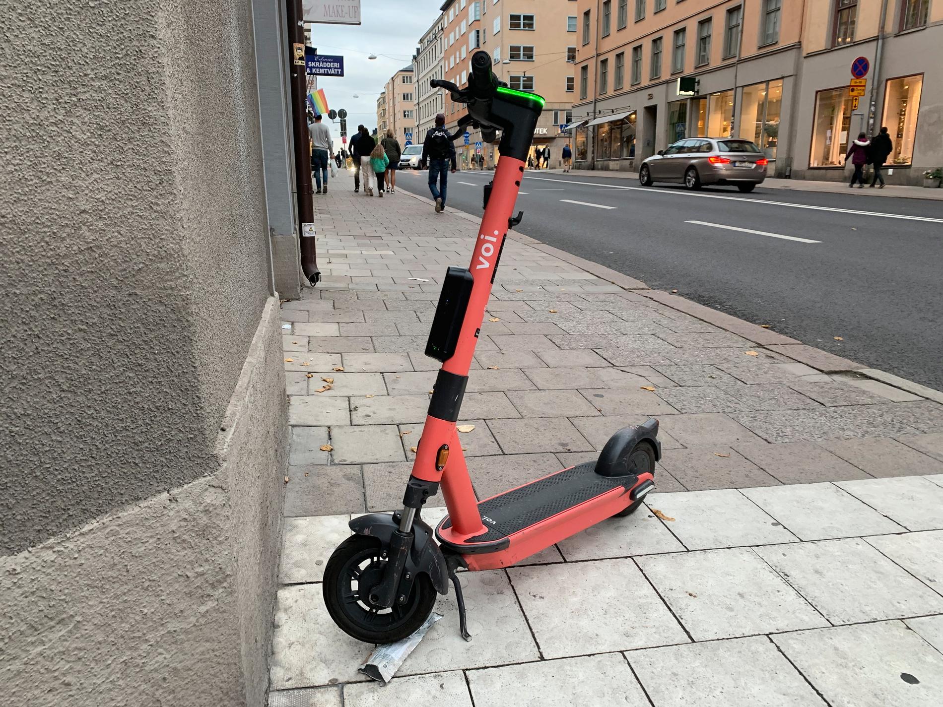Bilderna på elsparkcyklarna togs inom loppet av en timme i centrala Stockholm.