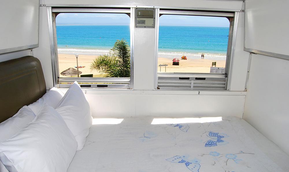 Santos Express Train Lodge i Sydafrika har utsikt över havet.