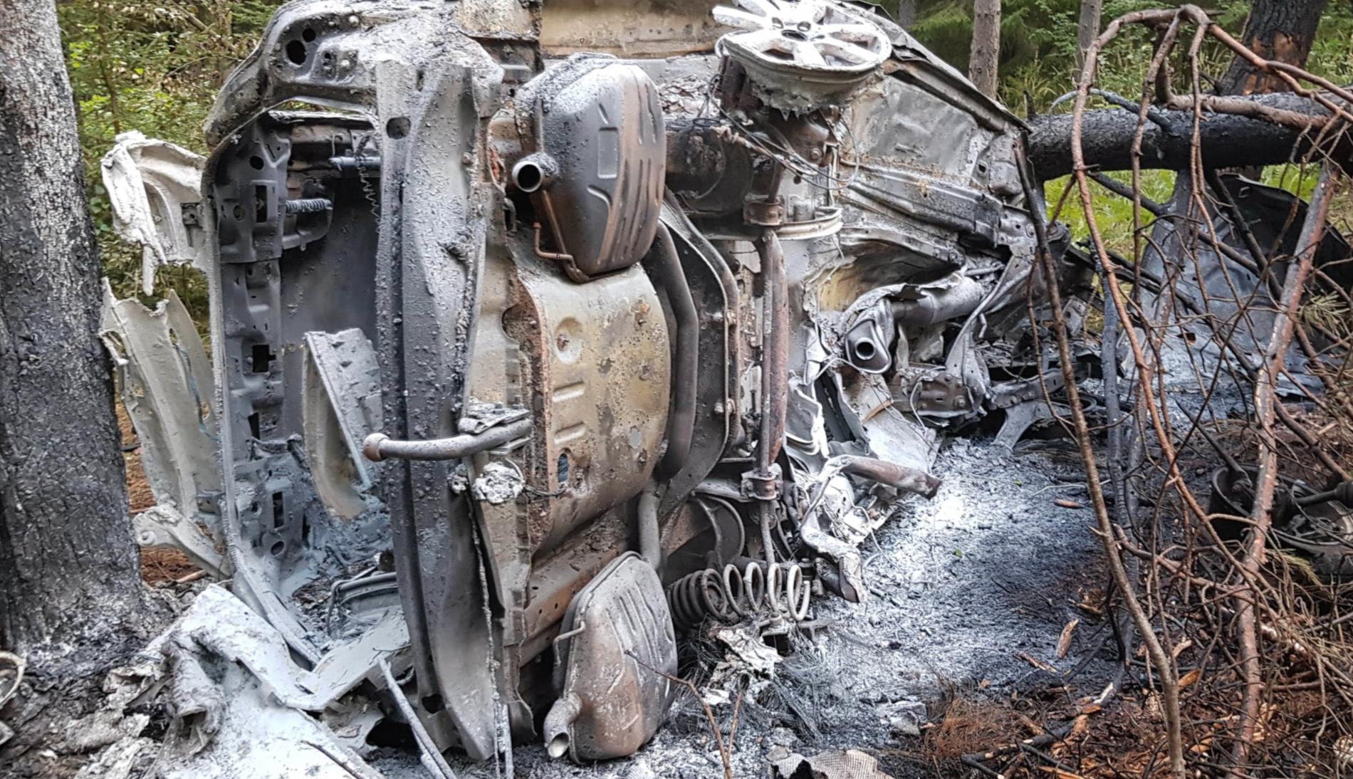 Bilen som Pontus körde brann upp totalt.