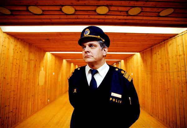 omtyckt polischef Göran Lindberg var vän med flera ministrar. Då visste ingen vad som döljde sig bakom fasaden.