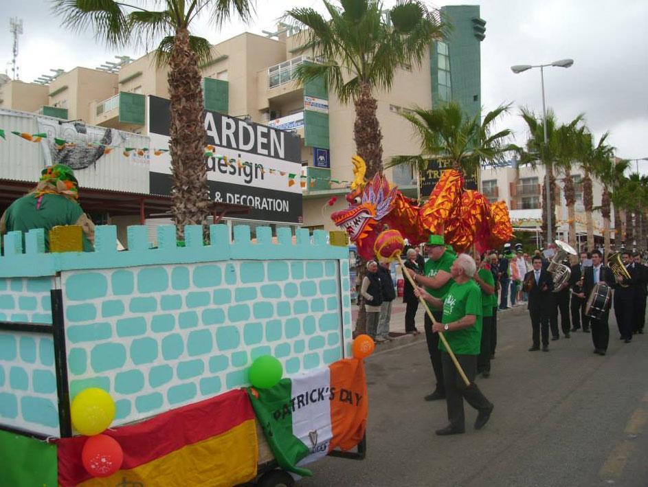 Fest dagen lång i Cabo Roig.