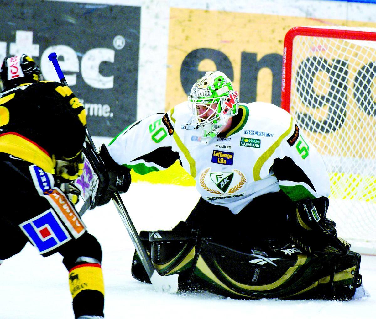 Historisk Jonas Gustavsson har nu hållit nollan i 222 minuter och därmed slagit Frölundas Henrik Lundqvists rekord på 175 minuter med hästlängder.