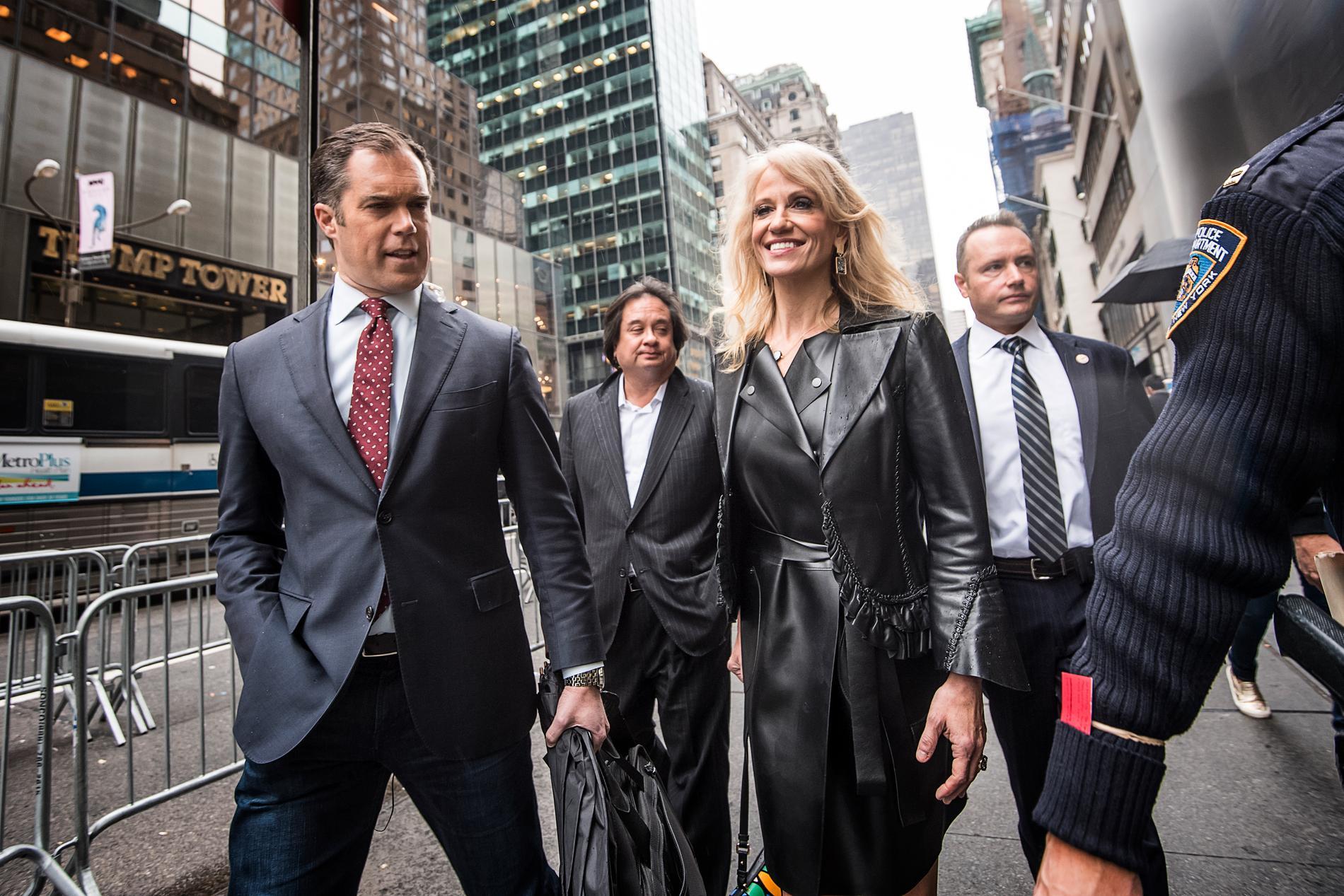 Kellyanne Conway utanför Trump Tower i New York under presidentvalskampanjen
