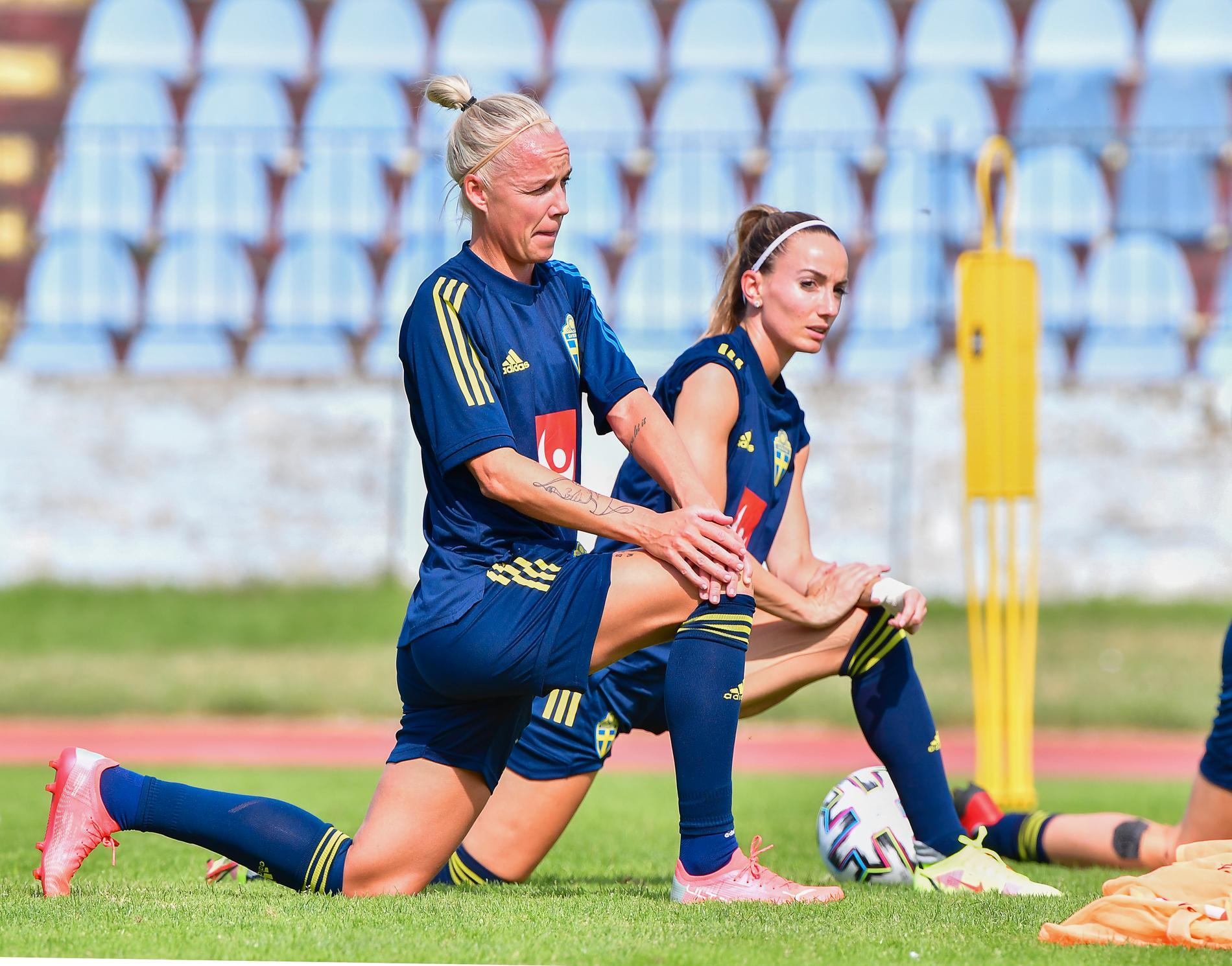 Caroline Seger och Kosovare Asllani inför VM-kvalmatchen mot Slovakien.