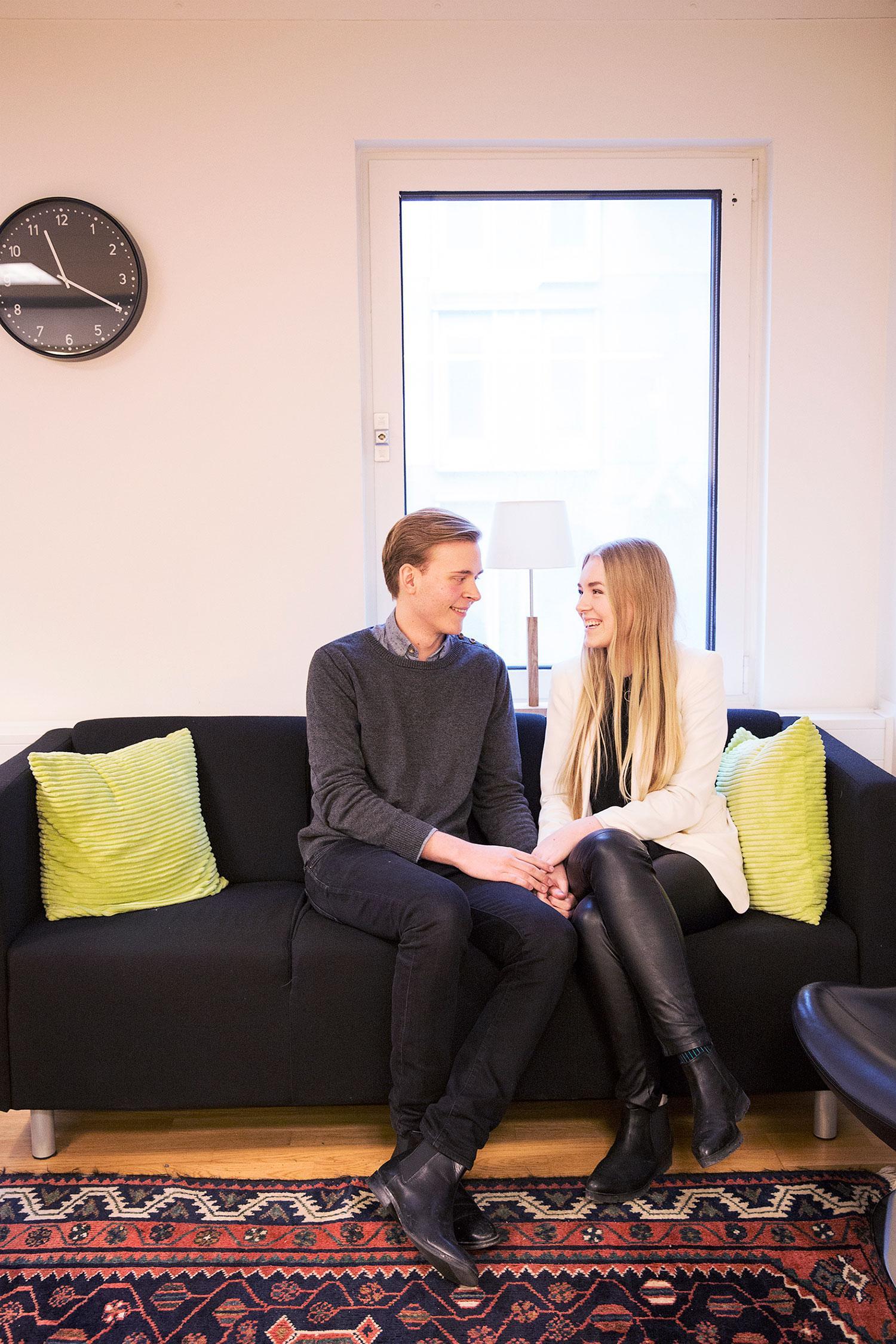 KOLLEGER - OCH KÄRA Filip och Linnea smög med sin kärlek till en början, men när relationen blev mer stabil gjorde de den offentlig.