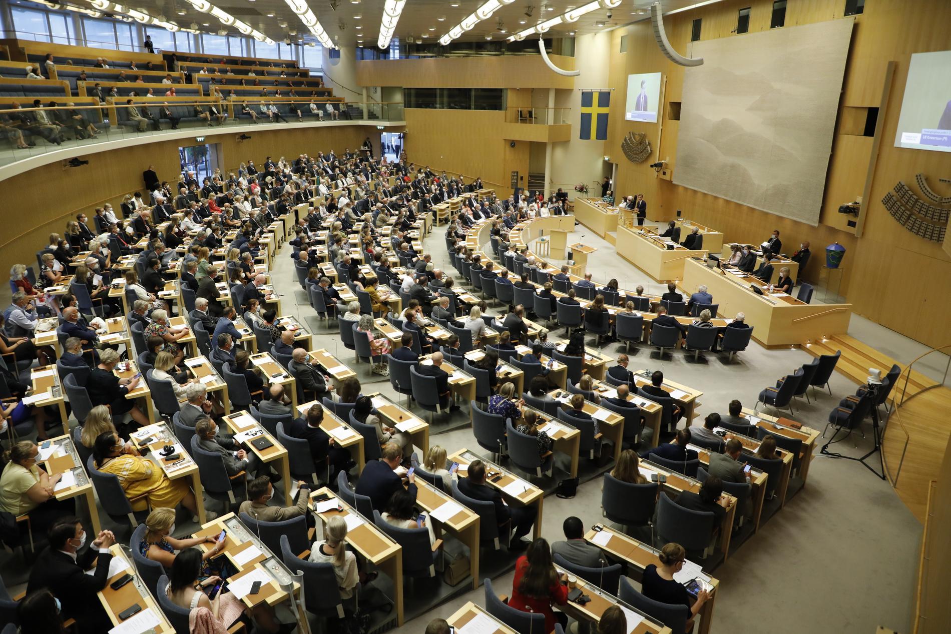 Riksdagen tillåter nu 349 ledamöter i kammaren och det finns heller ingen rekommendation om munskydd. Arkivbild.