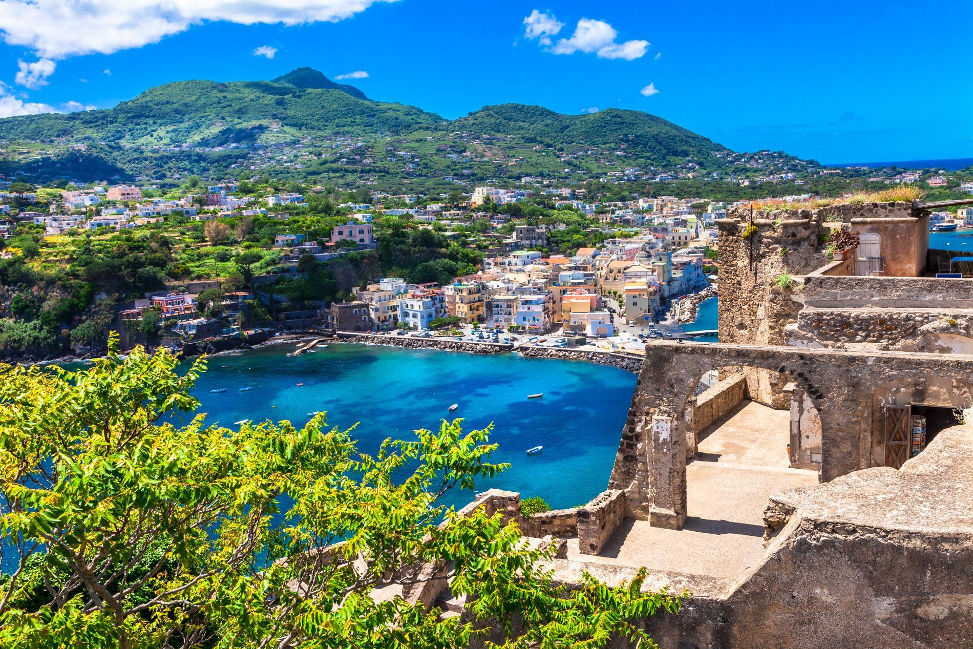 Ischia är en vulkanisk ö.
