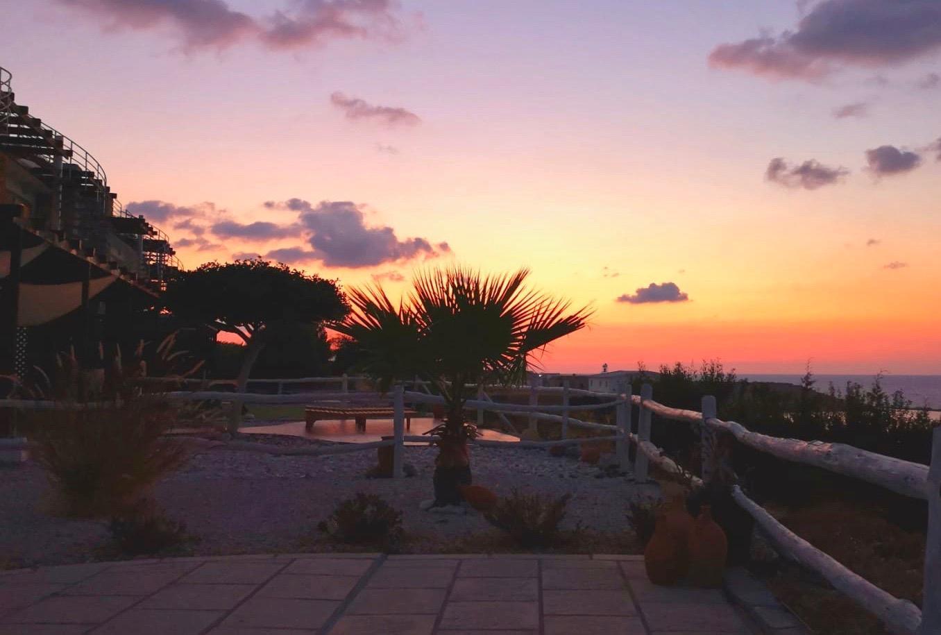 Såhär ser en solnedgång ut från Bosse och Ewa Lindqvists boende.