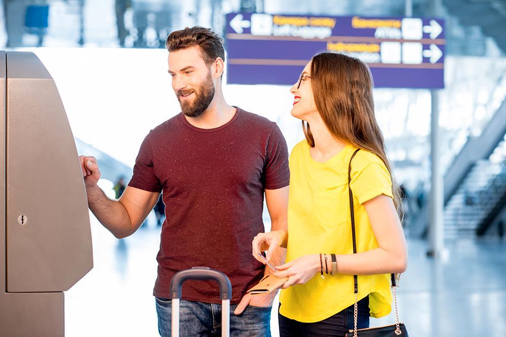 Smart betalning: att ta ut pengar på flygplatsen är ofta en dålig idé.