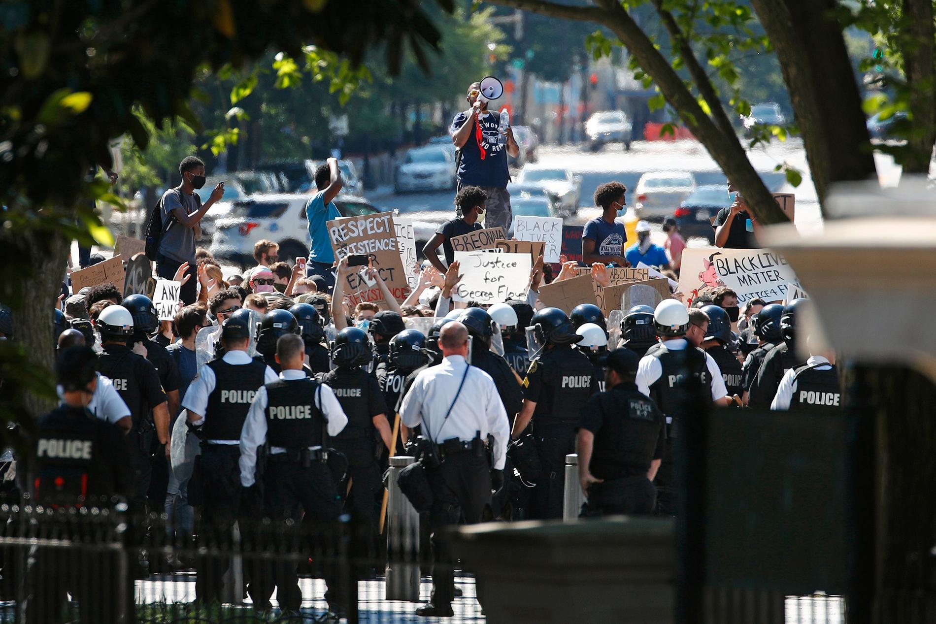 Demonstranter vid Vita huset.