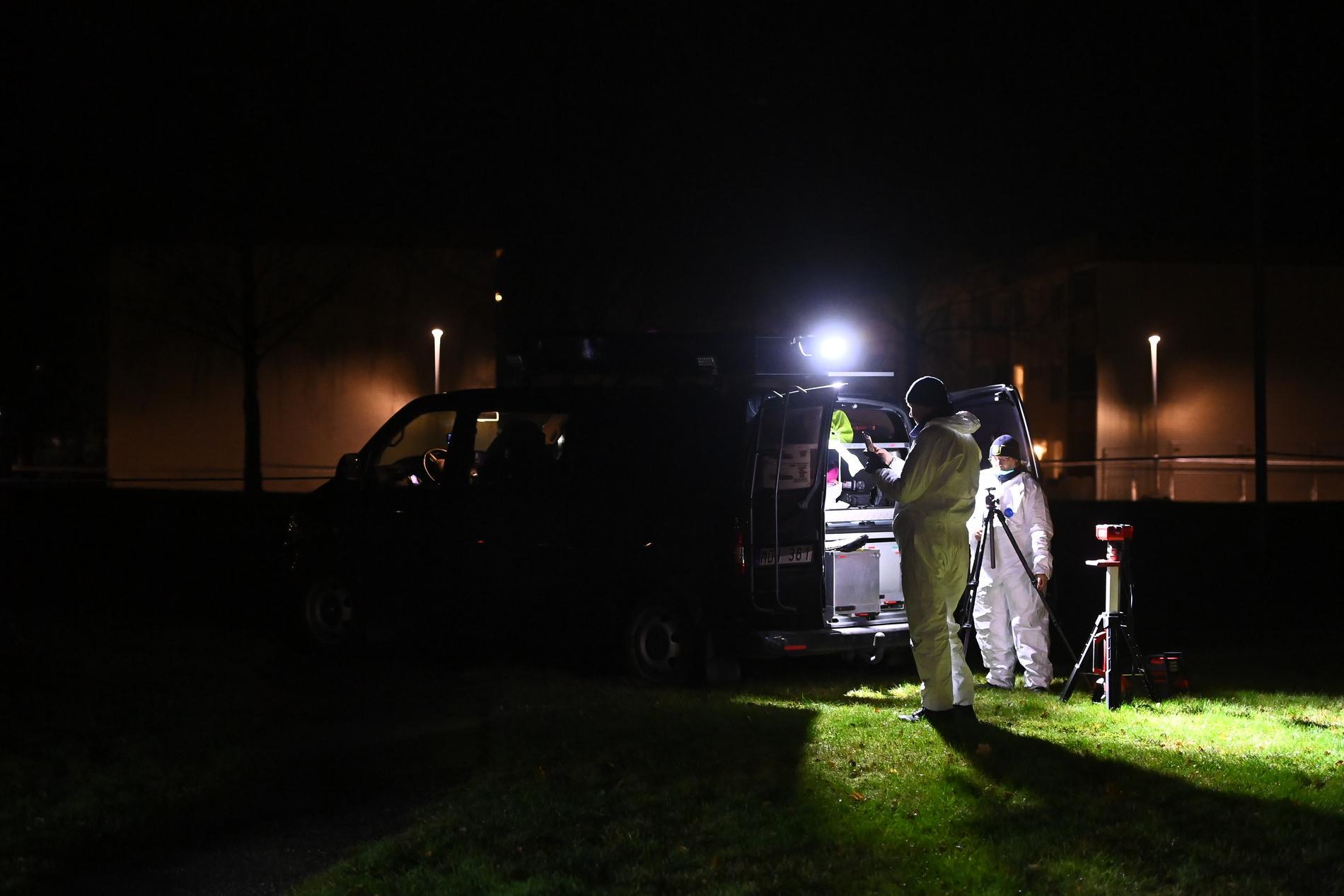 Tekniker på platsen efter dödsskjutningen.