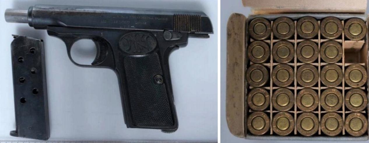 En pistol och ammunition hittades i mannens bostad vid husrannsakan.