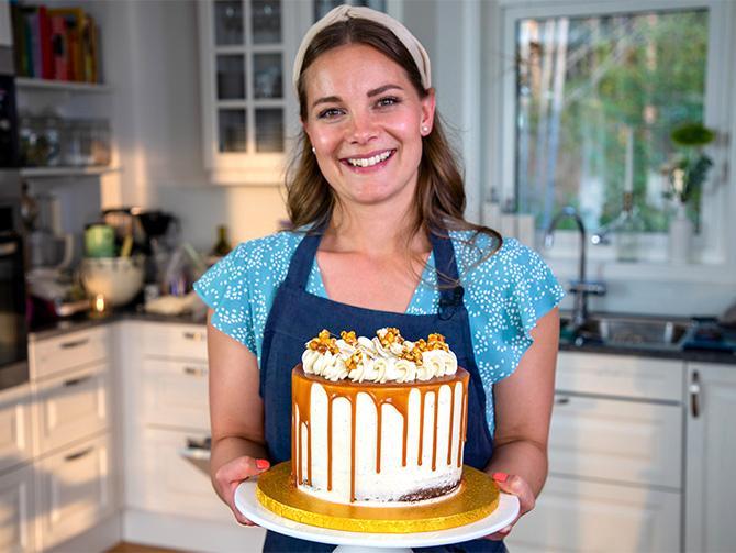 Andrea Brändström visar hur du gör en riktig drip cake.
