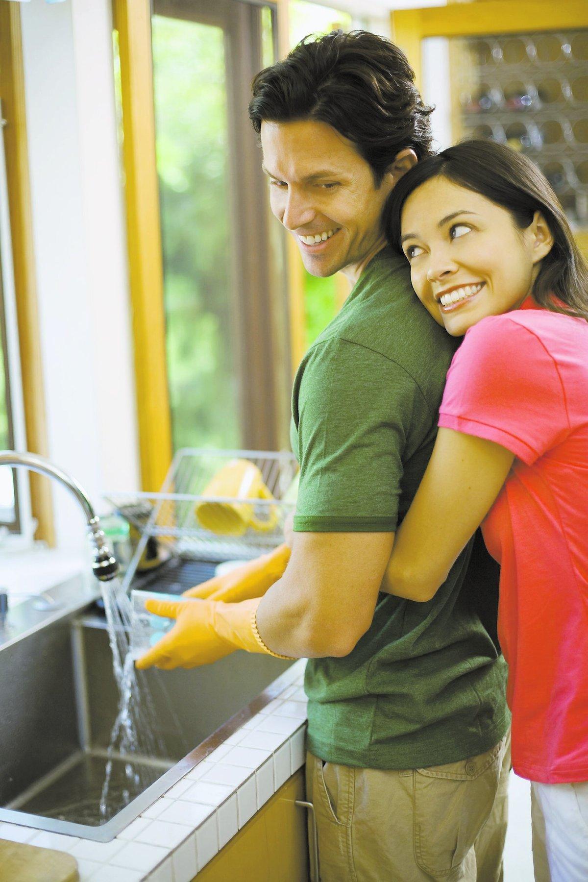 duktig man! En kram och ett tack i stället för tjat kan göra stor skillnad i er relation.