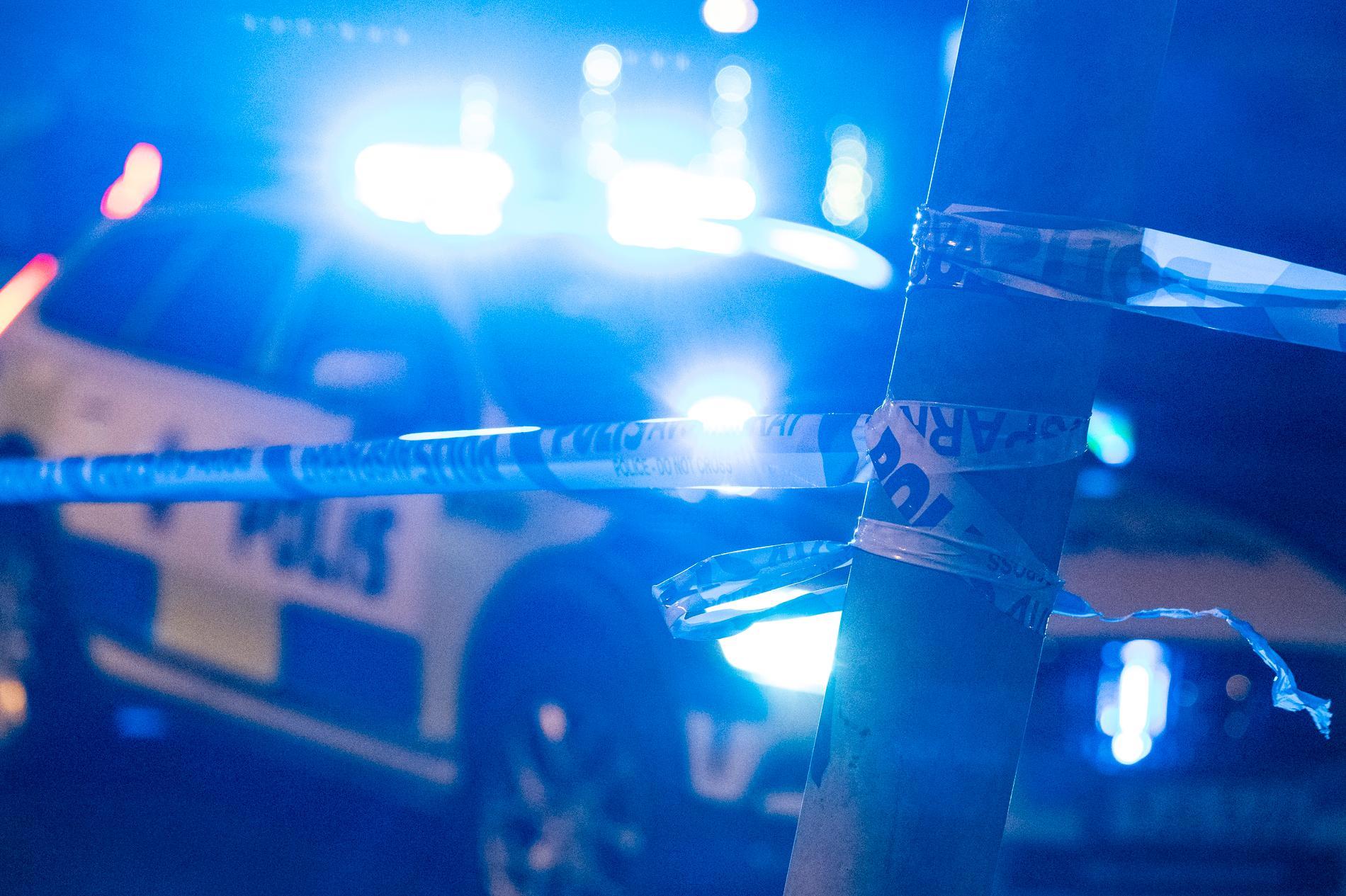 Polisen fick larm om en knivskärning i en lägenhet i Tibro vid 22.15-tiden på måndagen. Arkivbild.