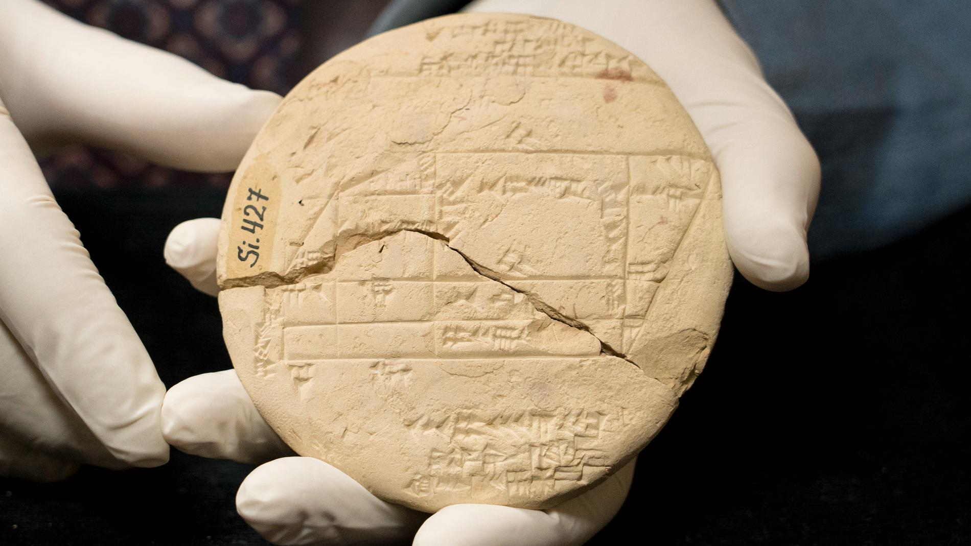 Babylonierna använde sig av så kallade Pythogoreiska tripplar redan 1000 år före den grekiske matematikerns födelse. Den avancerade matematiken användes oftast för att lösa landtvister.