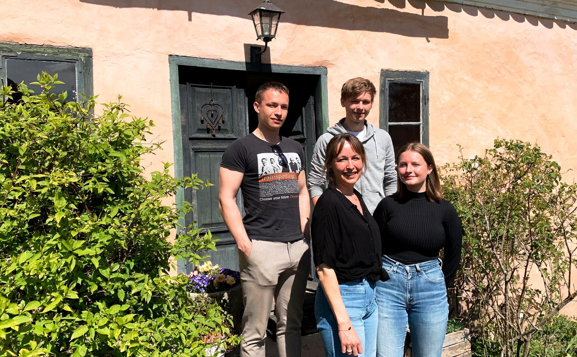 I det gamla 1700-talshuset på Gotland bor Anette och hennes tre barn. När de flyttade in hade huset varit obebott under många år så det var mycket som behövde åtgärdas.