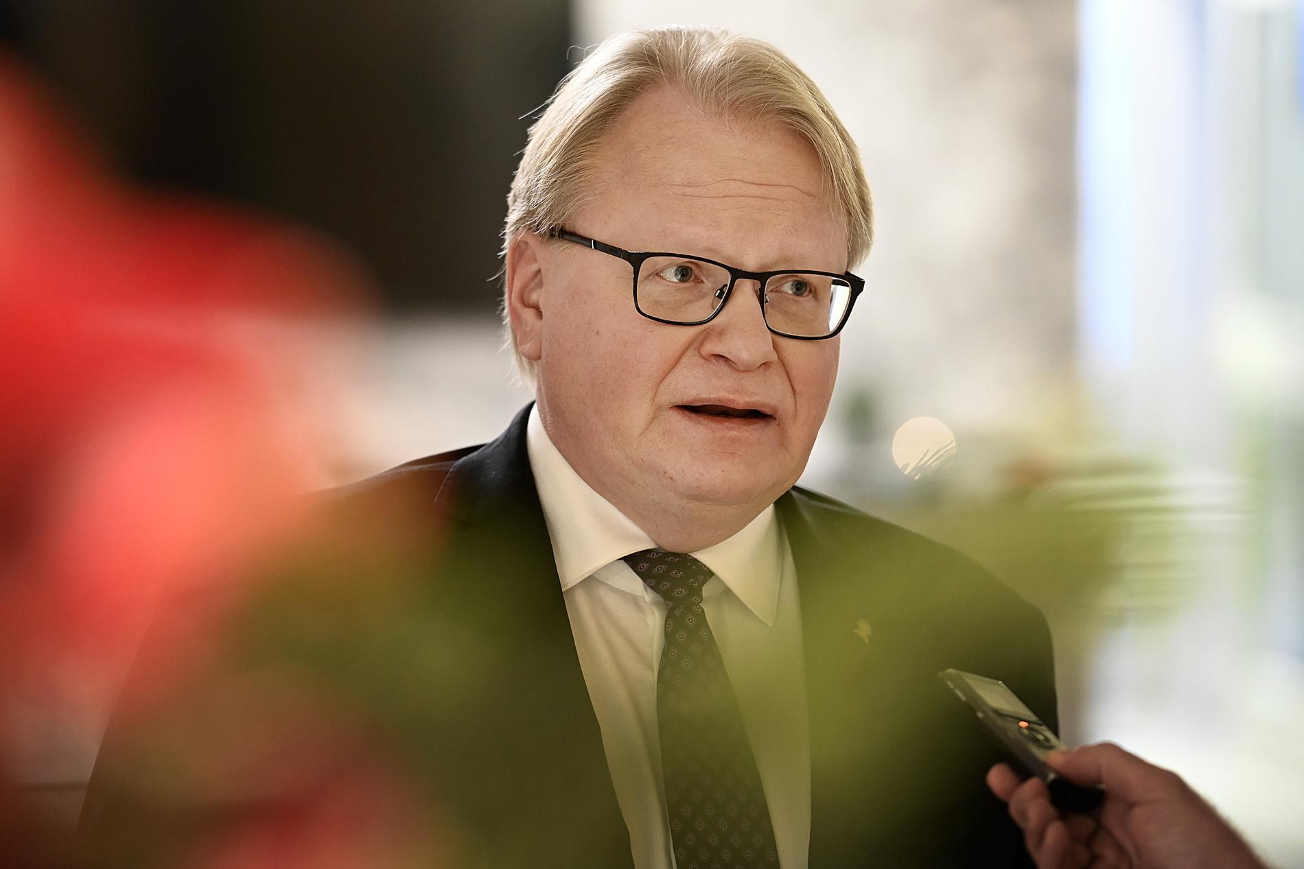 """Försvarsminister Peter Hultqvist kräver att SD går till botten med Fogelklou och kopplingen till kontot """"afghan"""""""