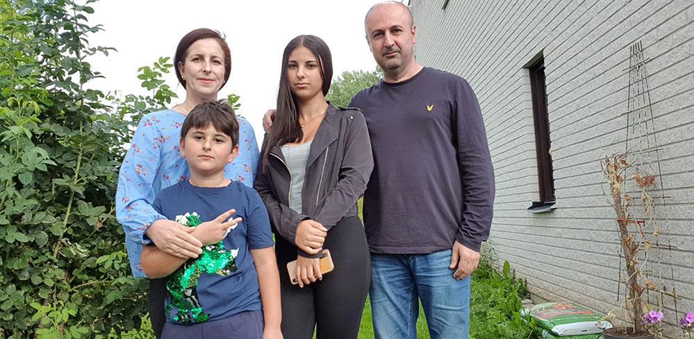 Shahla Karimi höll på att drunkna, men räddades av sonen Kevin. Här med Kevin och dottern Narin och maken Bakhtiar.