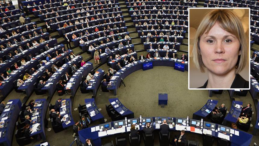 EU-parlamentet är fortfarande en patriarkal och hierarkisk organisation. Många som blir utsatta för sexuella trakasserier vågar inte anmäla av rädsla för att förlora jobbet, skriver Linnéa Engström (MP).