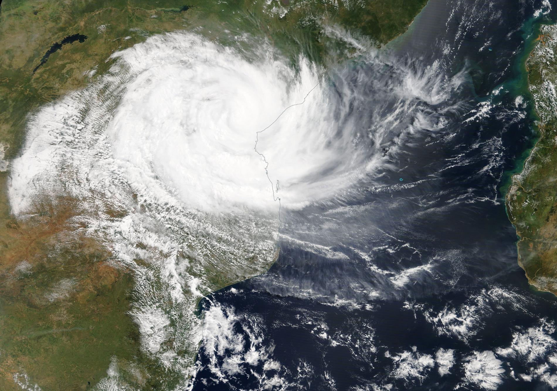 Satellitbild över cyklonen Idai när den drog in över Moçambique på fredagen.
