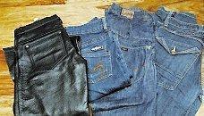Familjens pris: 500 och 500 kronor. Experternas pris: Skinnbyxor: 200, tre par jeans 350 kronor.