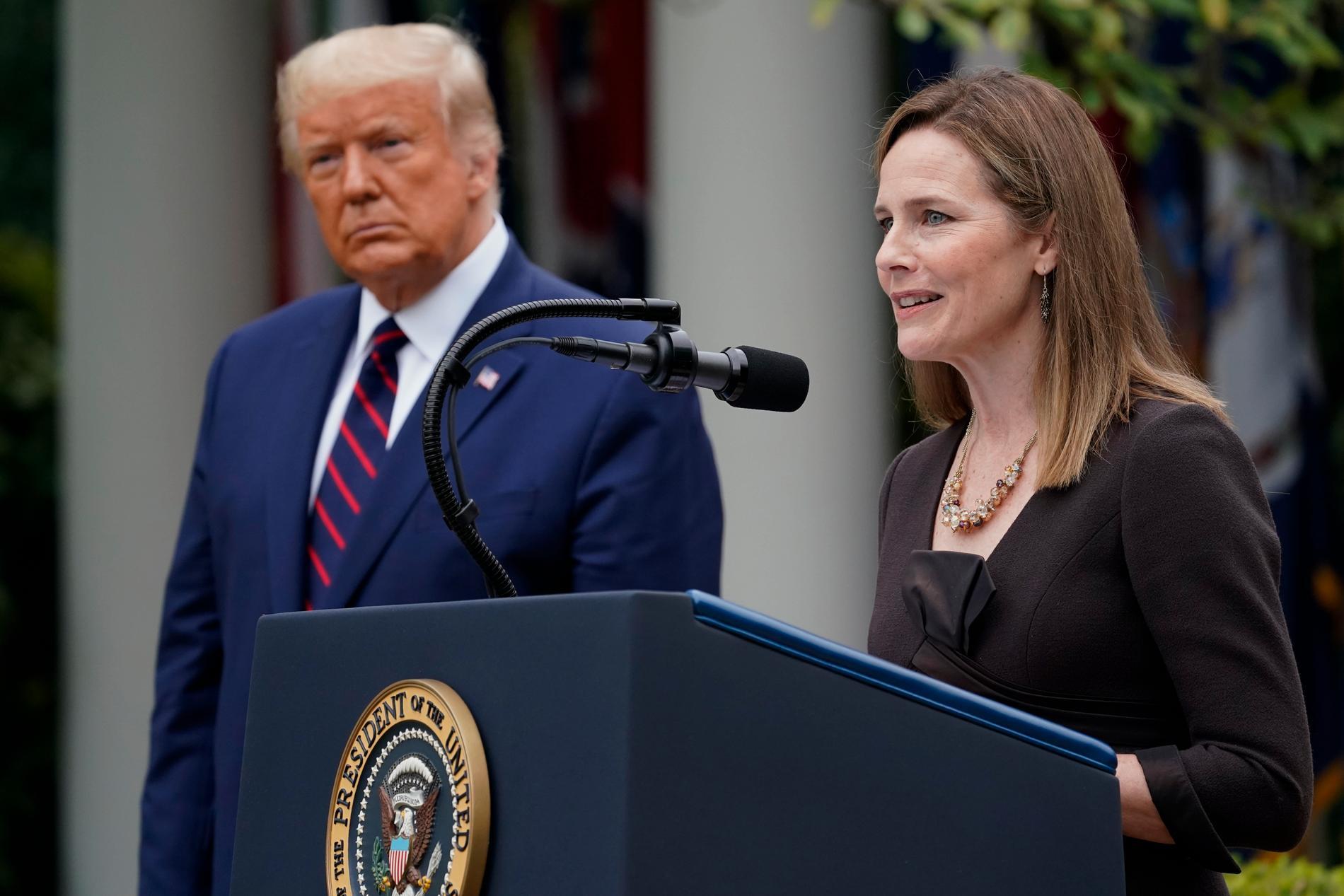 Trump och Amy Coney Barrett.