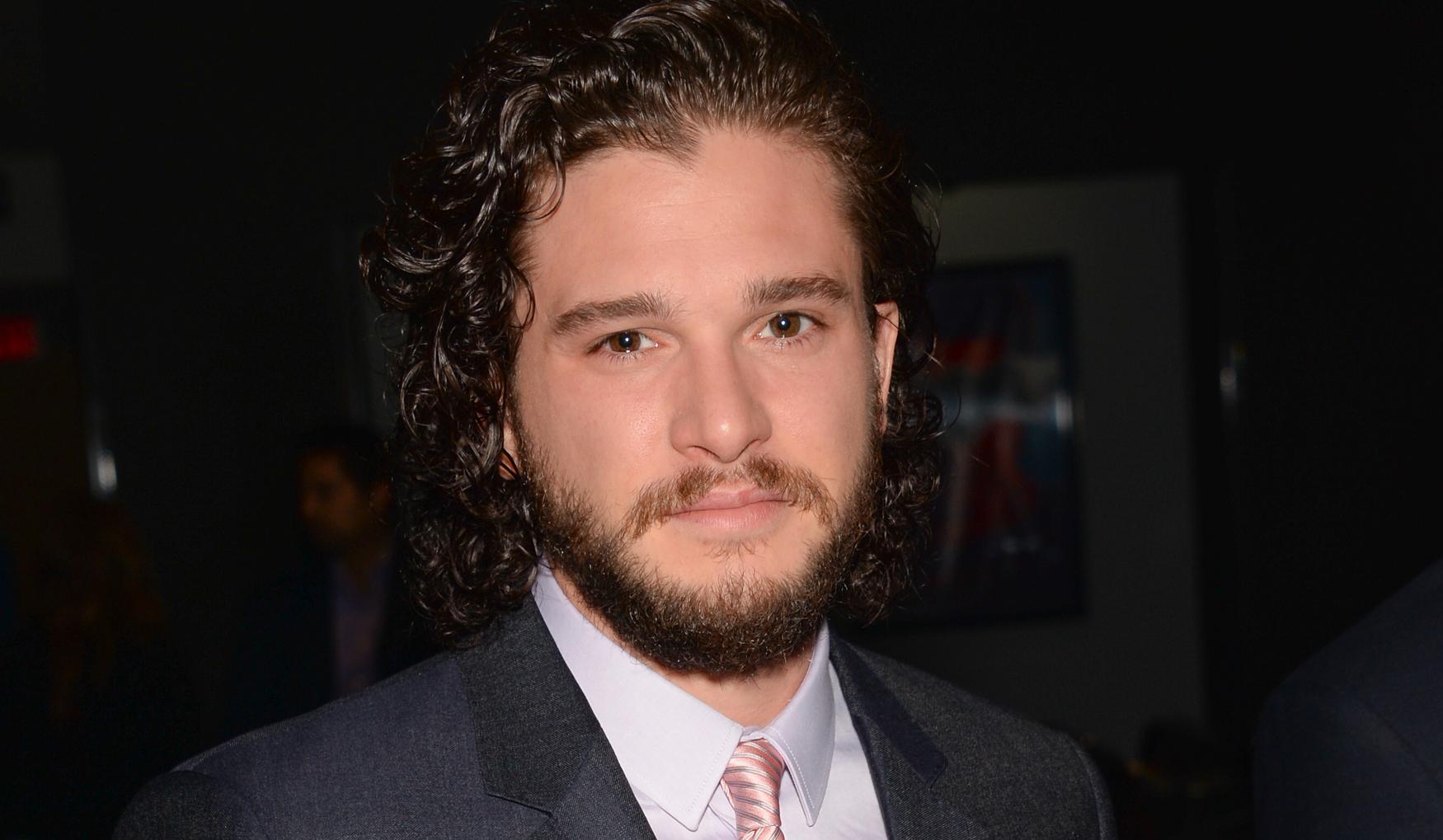 """Bara dagar innan att """"Game of Thrones"""" sänts klart chekade Kit Harington in på rehab."""