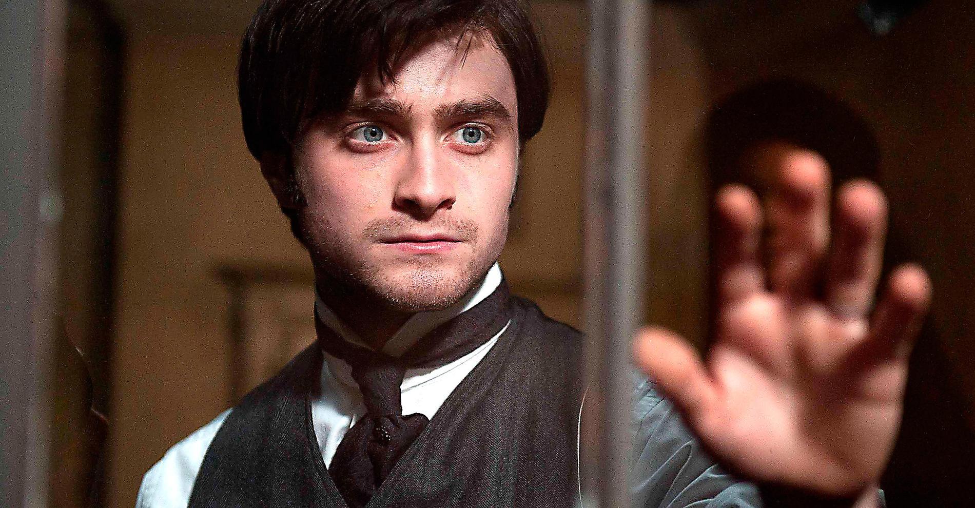 Potter är som borttrollad Daniel Radcliffe sköter sig alldeles utmärkt i sin första vuxenroll på vita duken. Foto: SF