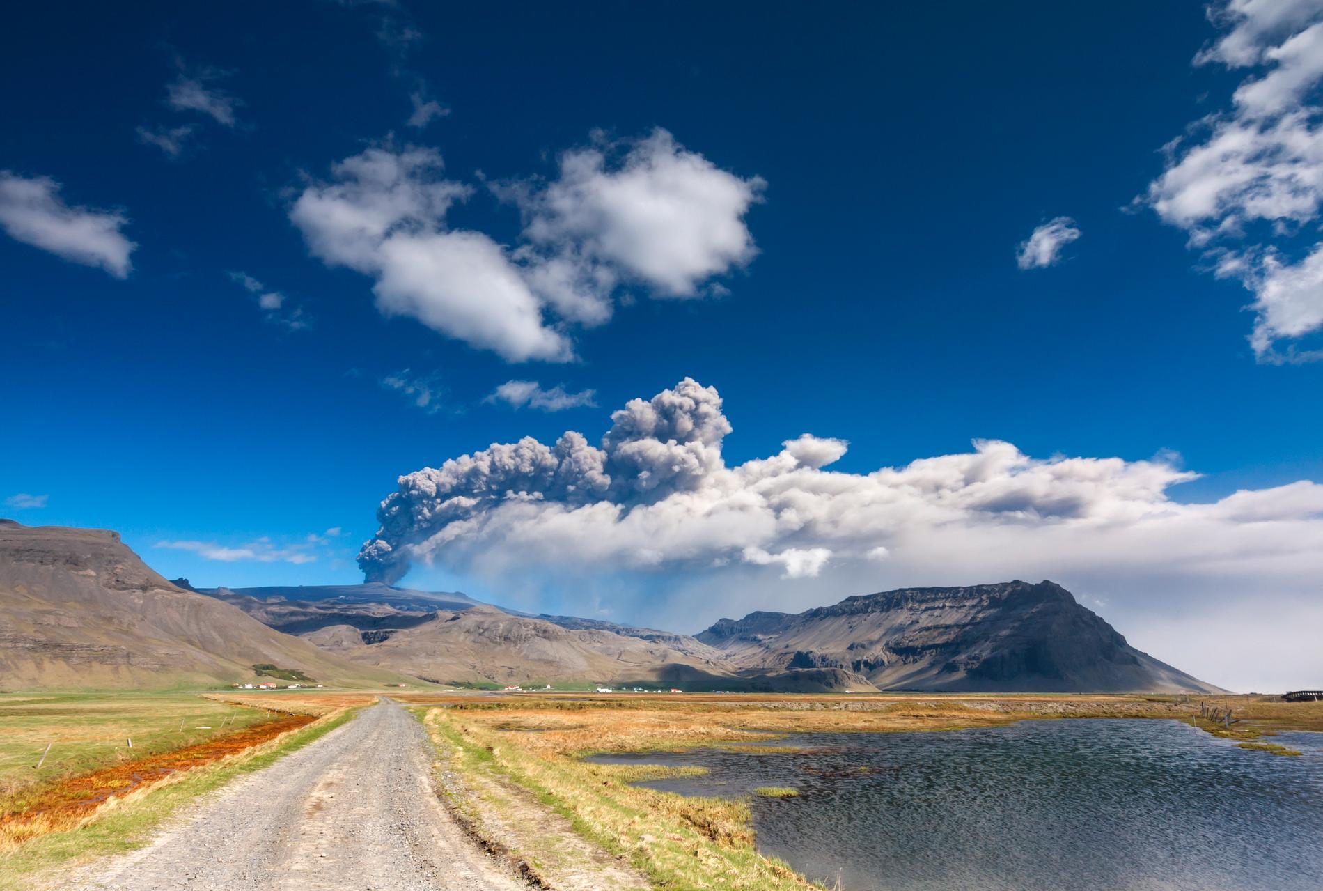 Walter Mitty är bland annat på Island, nära vulkanen Eyjafjallajökull.