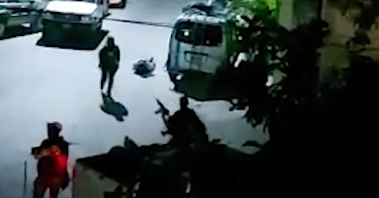 Grannar till presidenten fångade attacken på film.