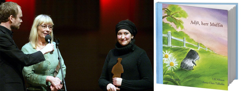 """Boken """"Adjö, herr Muffin"""" vann pris för Årets svenska barn- och ungdomsbok 2002. Ulf Nilssons dotter Minna (till höger) och Anna-Clara Tidholm tog emot priset av konferencier Kristian Luuk under bokbranschens Augustpris-gala."""