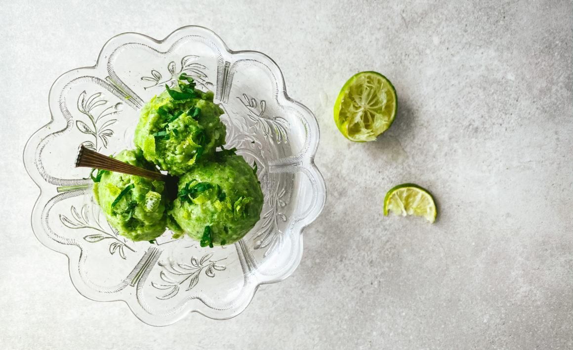 Den gröna glassen tar fem minuter att göra.
