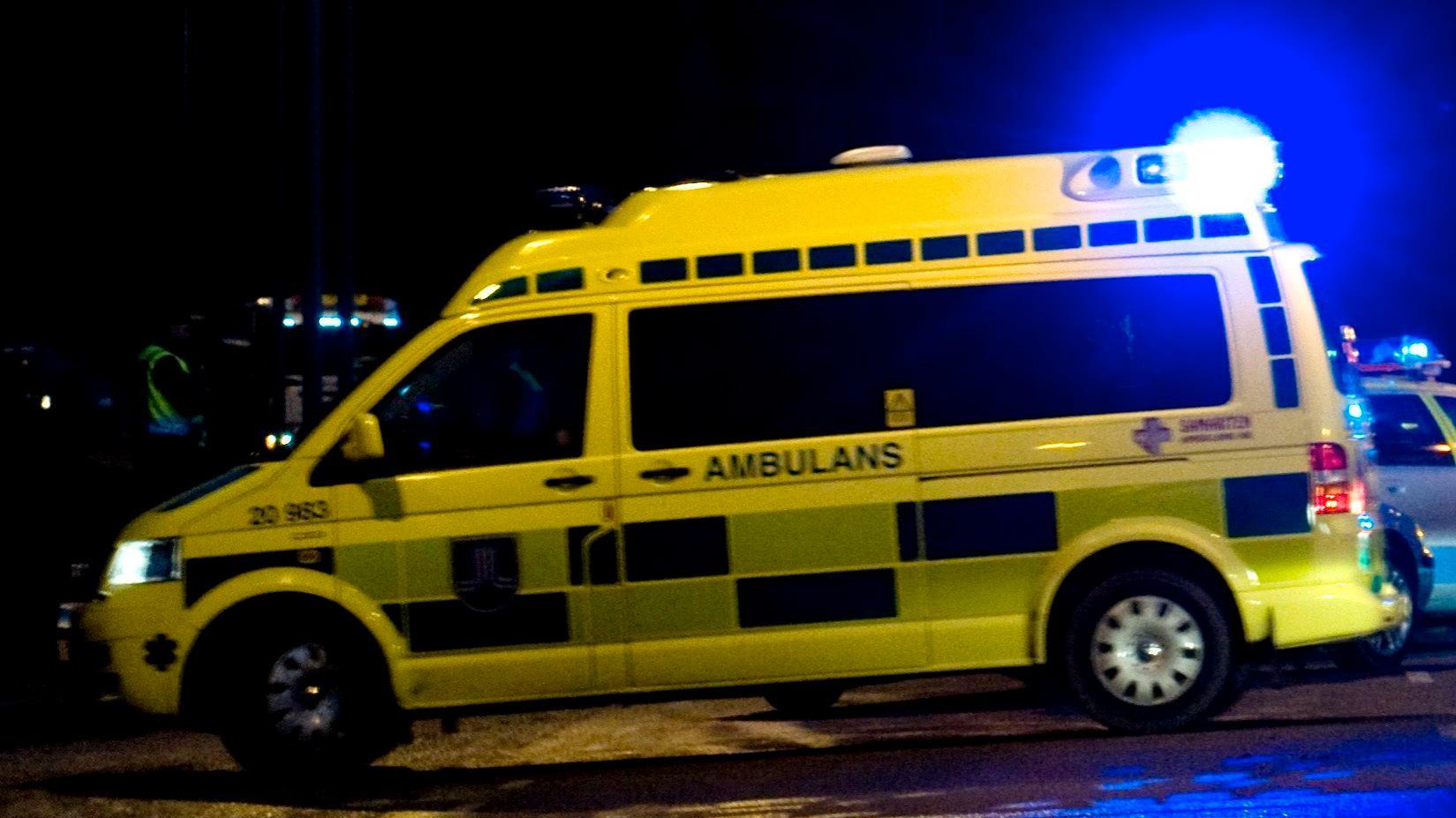Mannen avled av sina skador i ambulansen på väg till sjukhus. Arkivbild.