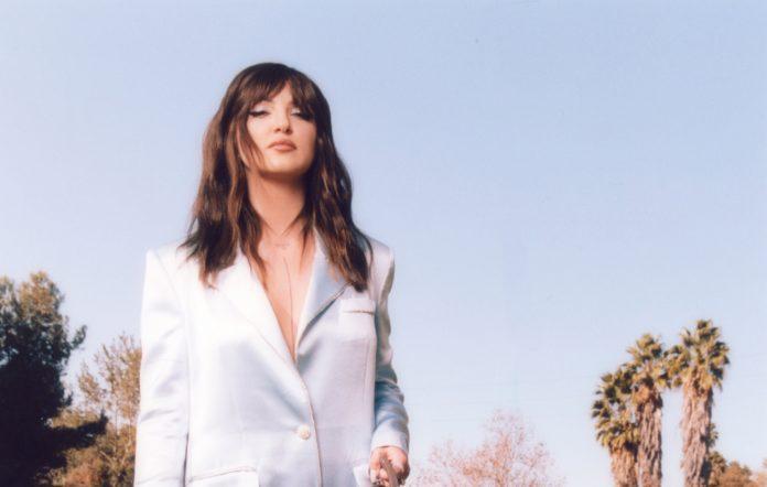 Julia Michaels debutalbum kommer hela fyra år efter hennes genombrott.