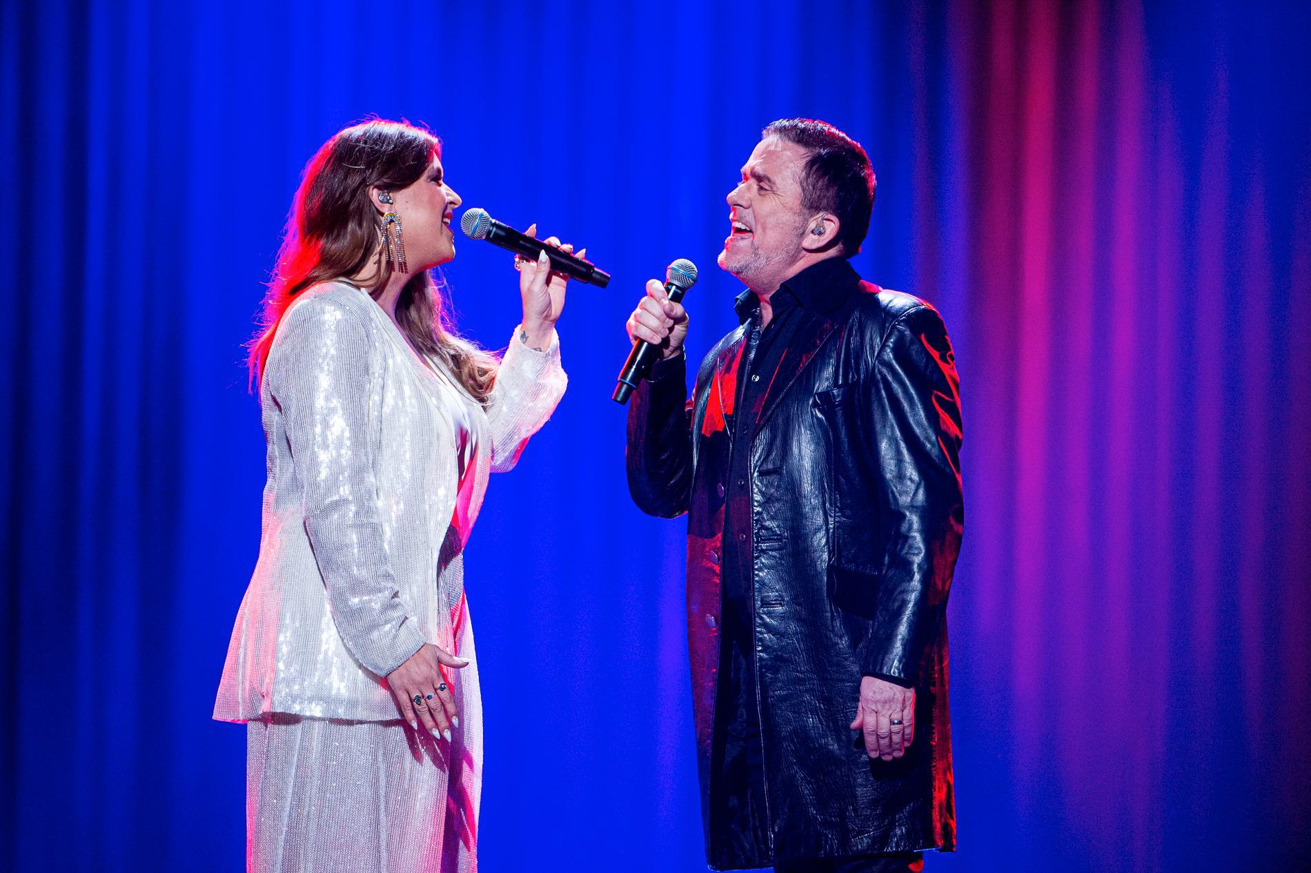 Linnea Henriksson i duett med Jan Johansen