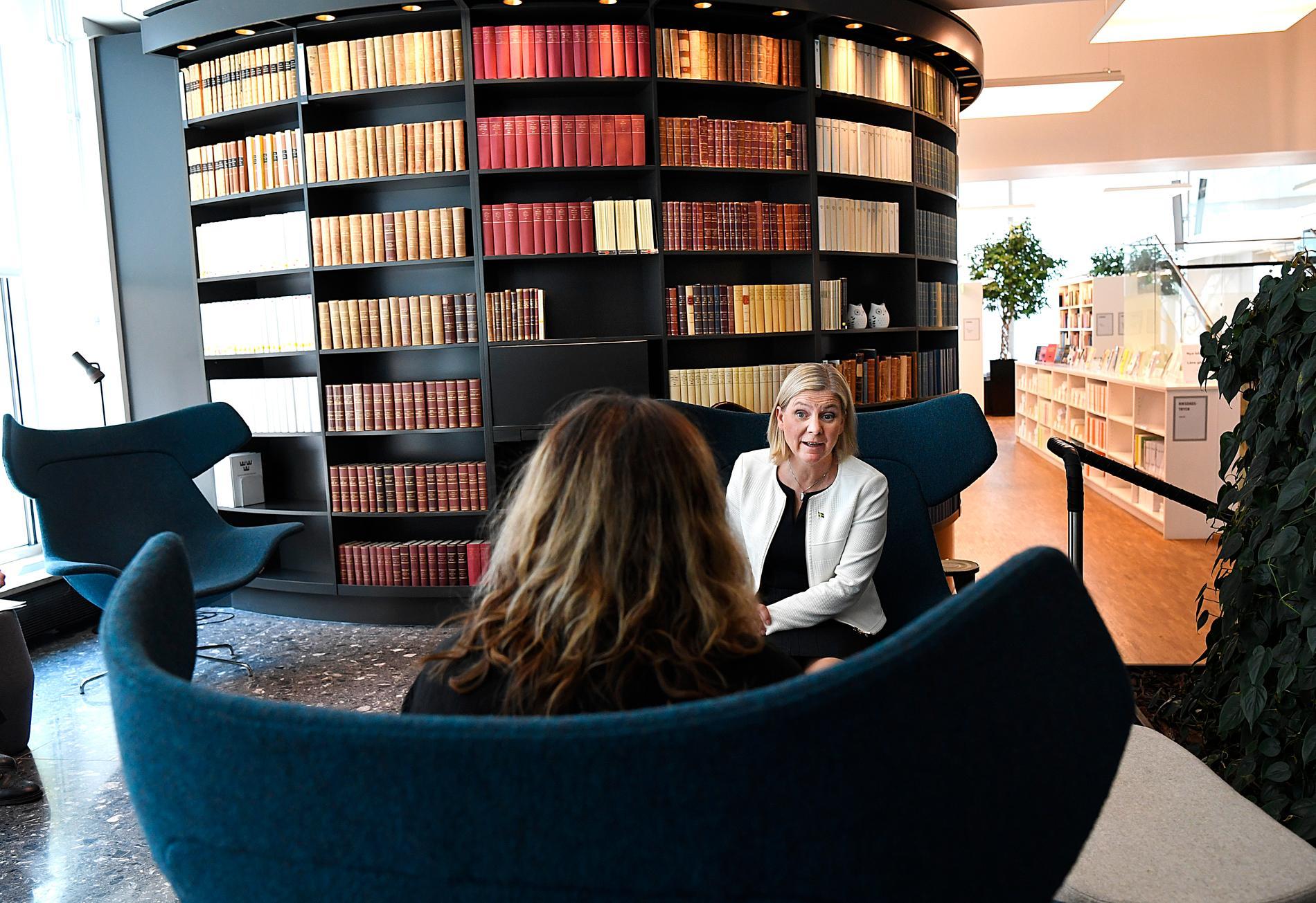 Att undvika långtidsarbetslöshet bland unga ska prioriteras i budgetförhandlingarna mellan januaripartierna, enligt finansminister Magdalena Andersson (S).