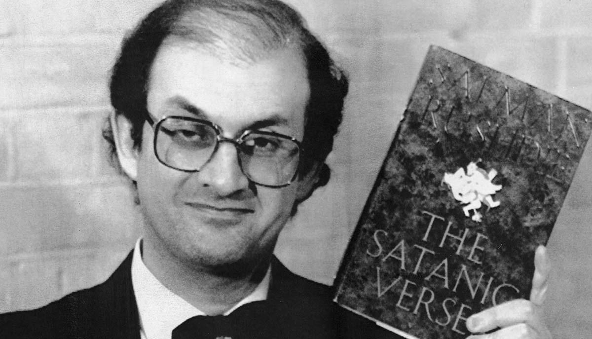 Irans dåvarande ledare ayatollah Khomeini utfärdade 1989 en fatwa mot författaren Salman Rushdie.