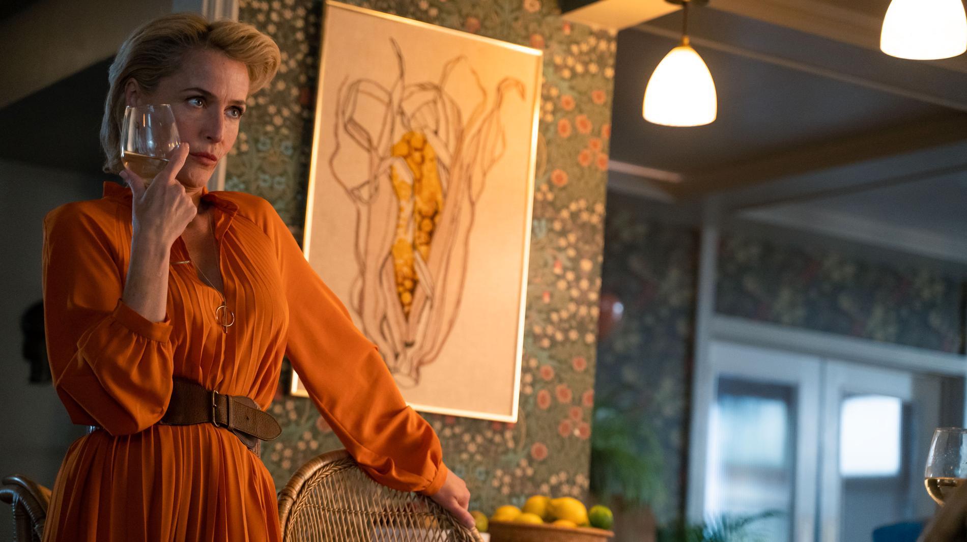Gillian Anderson som Dr Jean F. Milburn.