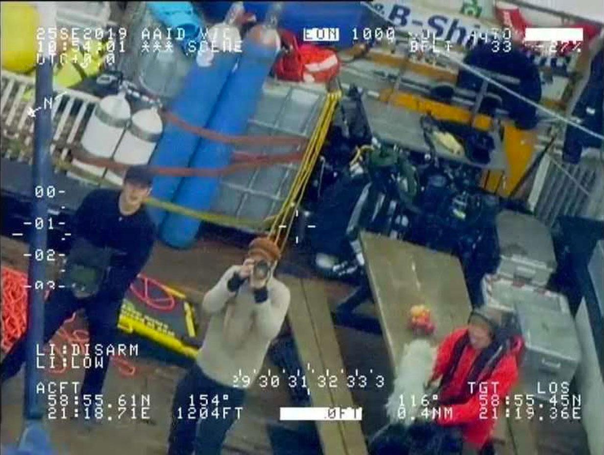 De två svenskarna ombord på dykfartyget är åtalade för brott mot gravfriden över Estonia.