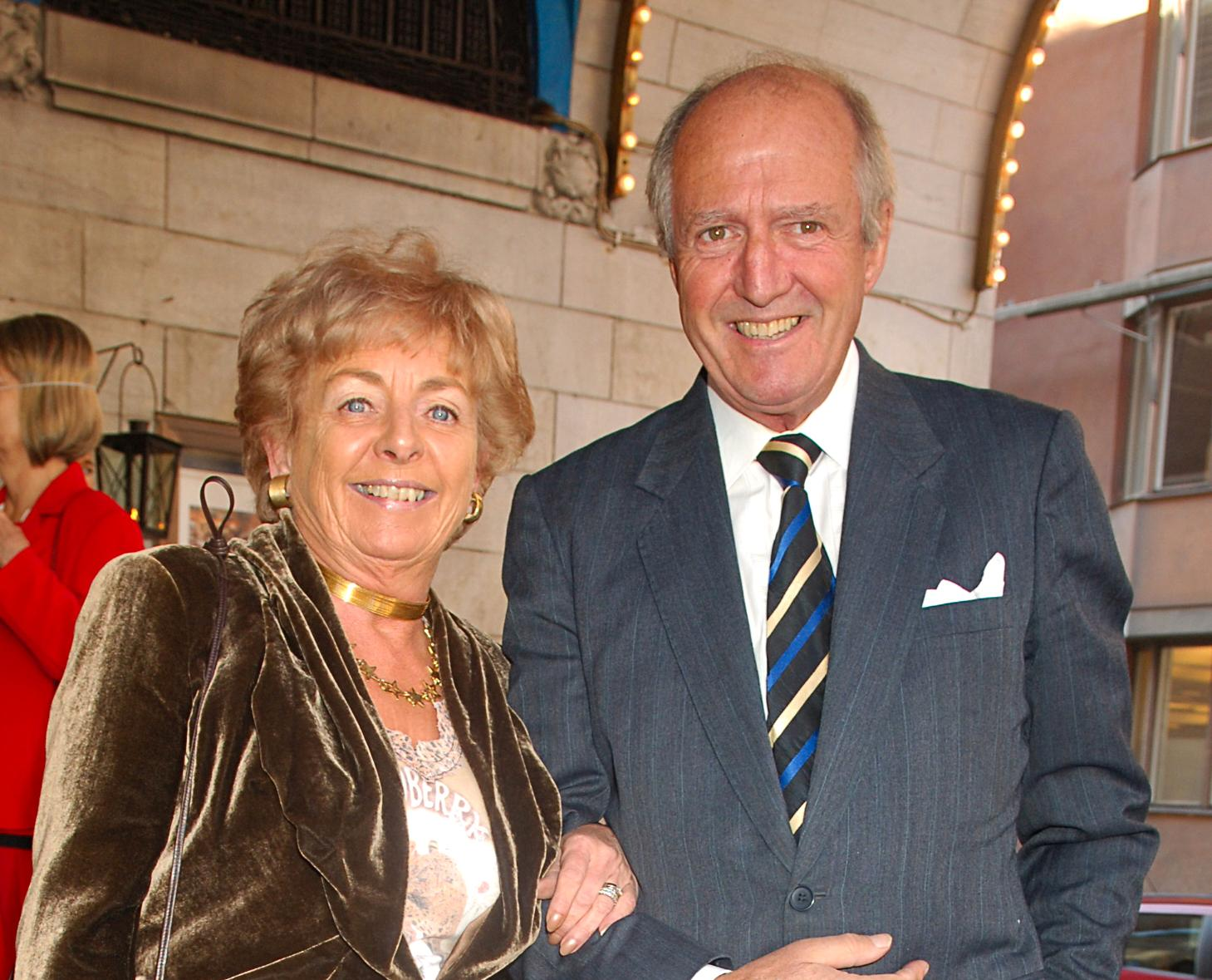 De var drottning och kung i Stockholms nöjesliv under årtionden. Här syns Ann-Sofie Bergman tillsammans med Hasse Wallman på Alice Timanders 90-årsfest 2005. Hasse Wallman dog 2014. Nu är även Ann-Sofie Bergman borta.
