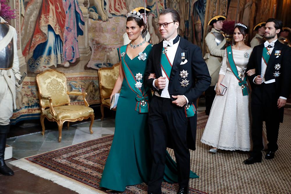 Kronprinsessan Victoria, prins Daniel prinsessan Sofia och prins Carl Philip anländer till kungaparets galamiddag på Stockholms slott för Italiens president Sergio Mattarella och hans dotter Laura Mattarella som var på ett tre dagar långt statsbesök i Sverige i november 2018.