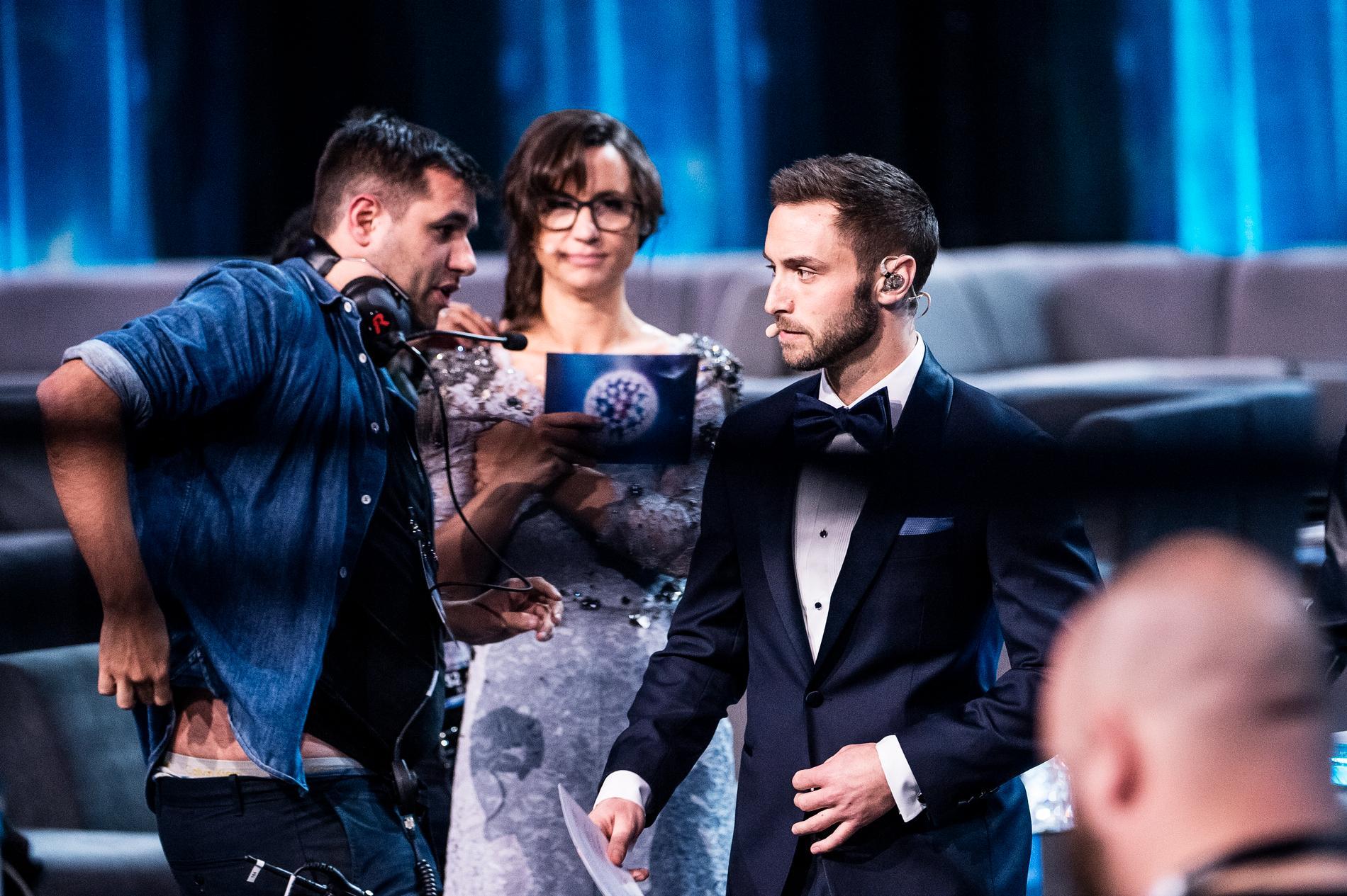 Edward tillsammans med Petra Mede och Måns Zelmerlöw under arbetet med Eurovision song contest 2016.