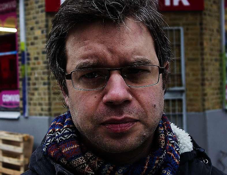 Johannes Nilsson skriver överlastat och spretigt – och alldeles underbart, menar Aftonbladets recensent.